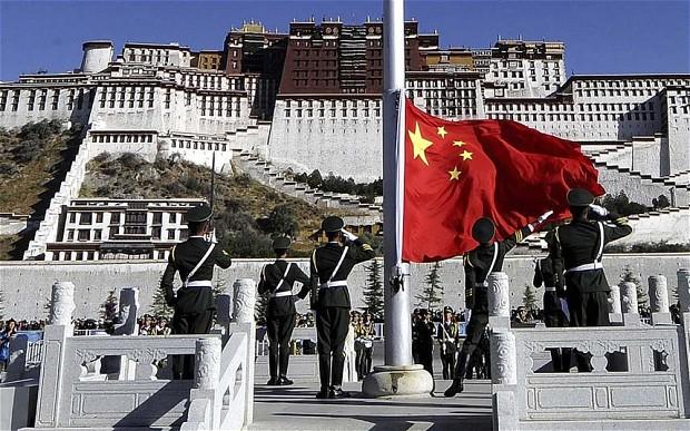 À lire un extrait de Révolution et contre-révolution en Chine maoïste, d'Elliott Liu