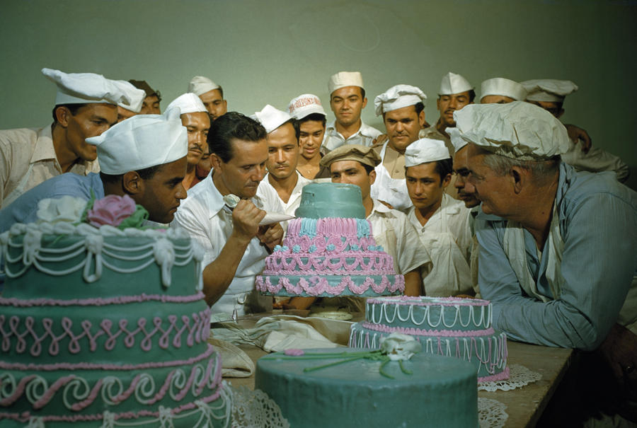 Former soldiers study cake decorating at a vocational school.