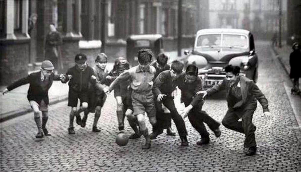 A Lire Un Extrait De Une Histoire Populaire Du Football De M
