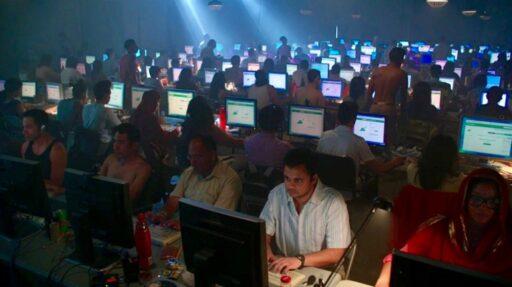 Les travailleurs de la modération sur le web, une exploitation invisible