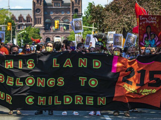 Génocide et colonialisme : l'État canadien remis en question